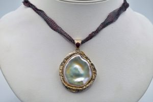 Baroque pearl with pink tourmaline pendant and mesh chain
