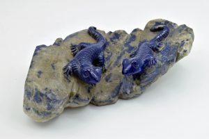 Two lizards on quartz
