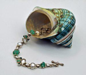 Emerald with white topaz pearl bracelet