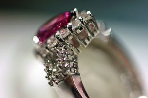 Pink sapphire and diamond 18K white gold ring